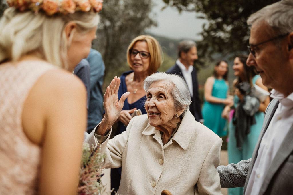 casament a la masia El Folló. casament indie a l'aire lliure. una boda natural a la muntanya.