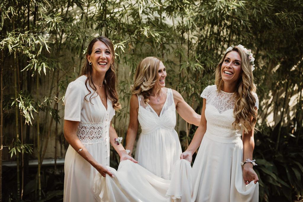 Vestido de novia para boda en la playa con estilo mediterráneo en Btakora Lounge Restaurant de Barcelona | Juanjo Vega, Fotógrafo de bodas en la playa en Barcelona, Tarragona y Girona