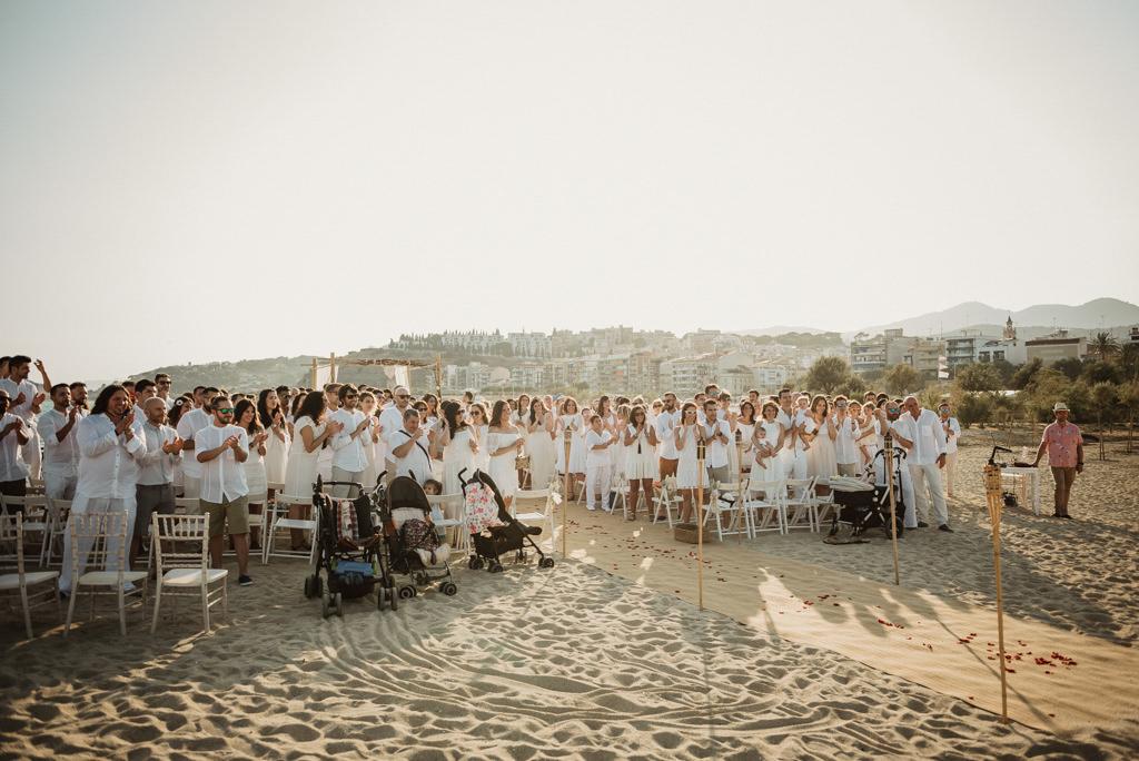 Boda en la playa, en Btakora Launge Restaurant de Barcelona | Fotografía de boda en la playa con estilo mediterráneo | Juanjo Vega, Fotógrafo de bodas en la playa en Barcelona