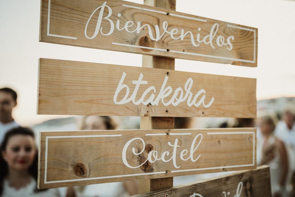 Boda en la playa con estilo mediterráneo en Btakora Lounge Restaurant de Barcelona | Juanjo Vega, Fotógrafo de bodas en la playa en Barcelona, Tarragona y Girona
